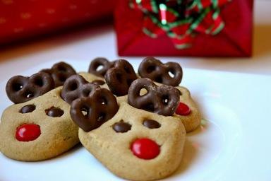 Image from: http://buddingbaketress.blogspot.com/2010/12/peanut-butter-reindeer-cookies.html