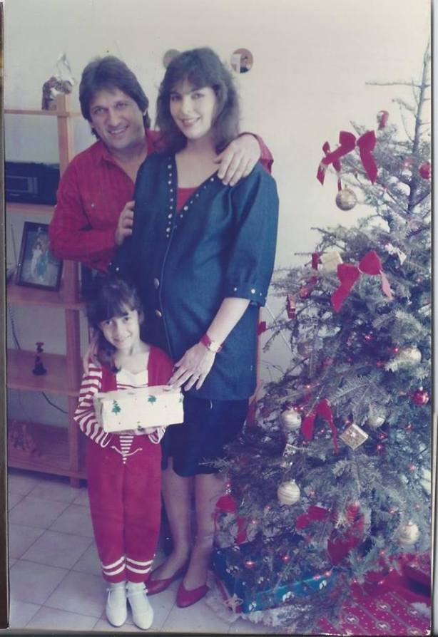 That's me. Inside my mom's belly. When she was 25, one year younger than I am now and completely normal. (I love you mommy)
